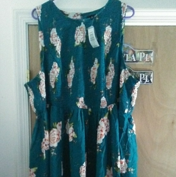 16a4654f09f Torrid size 5 Teal Floral Scrounched Challis Dress